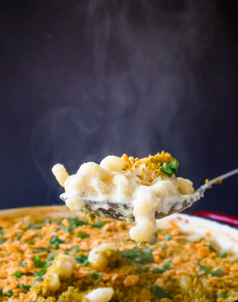 Herby Cheez-It Crusted Mac & Cheese | yestoyolks.com