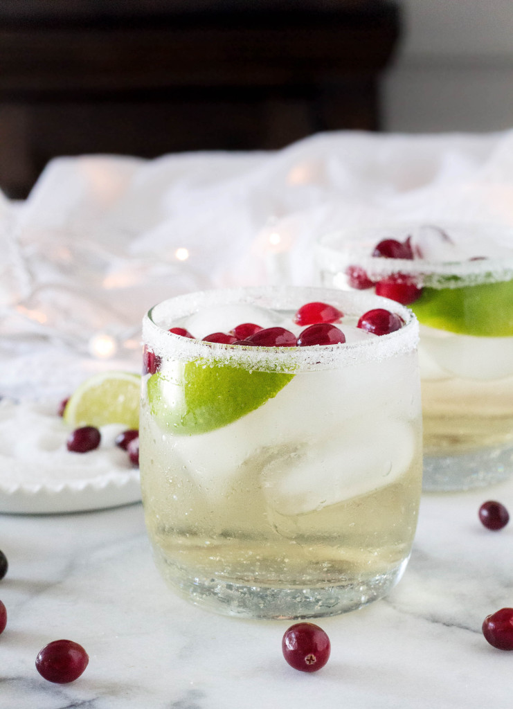 White Cranberry Margaritas | A super easy and festive holiday cocktail (no simple syrup required!) | yestoyolks.com
