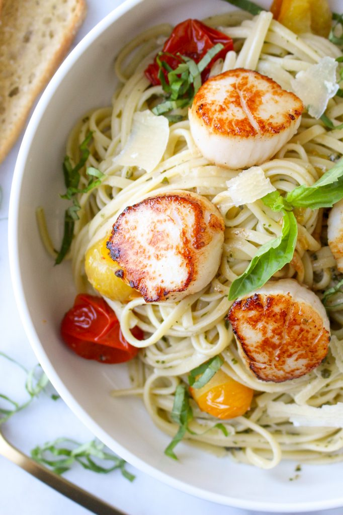 Pesto Linguine with Scallops & Blistered Tomatoes | yestoyolks.com