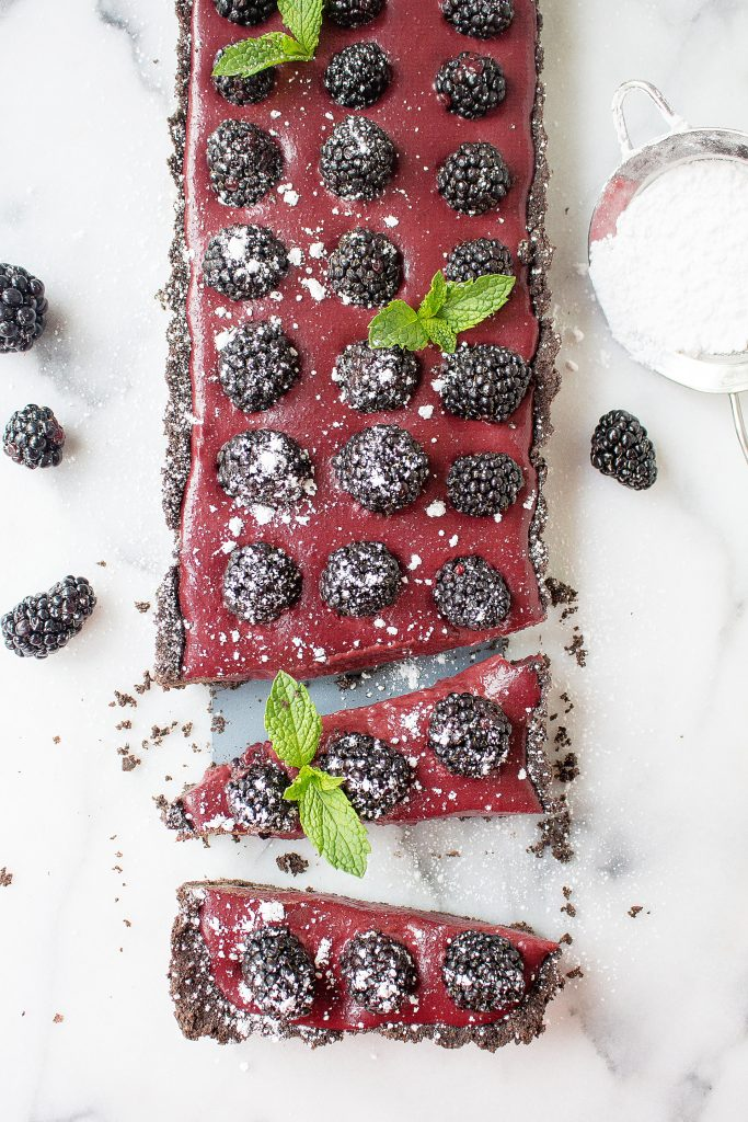No-Bake Chocolate Blackberry Tart (with an Oreo crust!)   yestoyolks.com