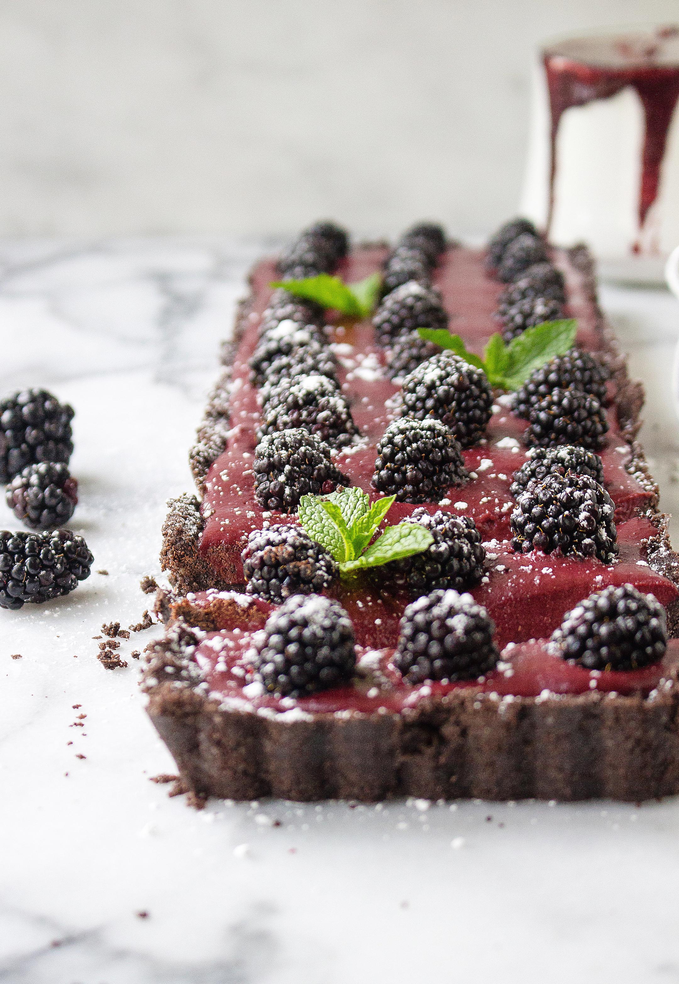 No-Bake Chocolate Blackberry Tart (with an Oreo crust!)