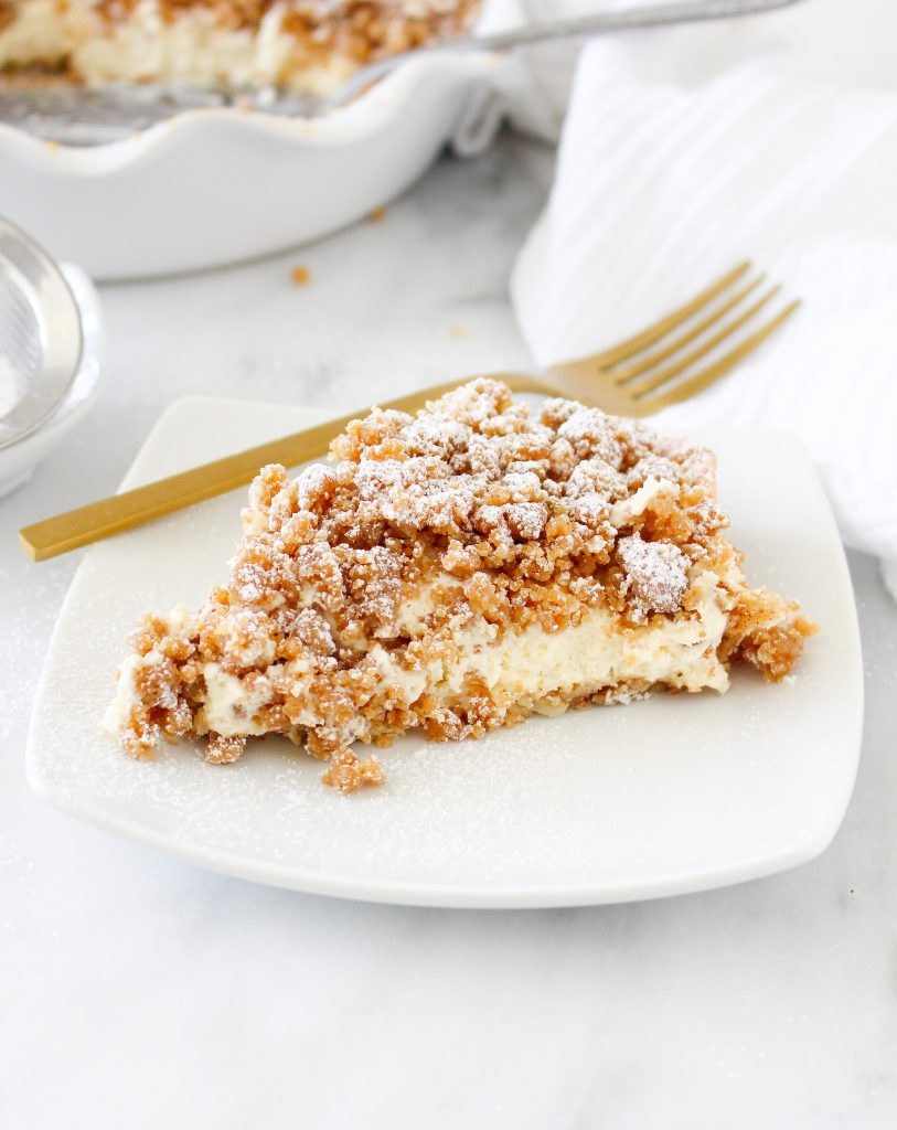Cinnamon Roll Vanilla Cheesecake Pie