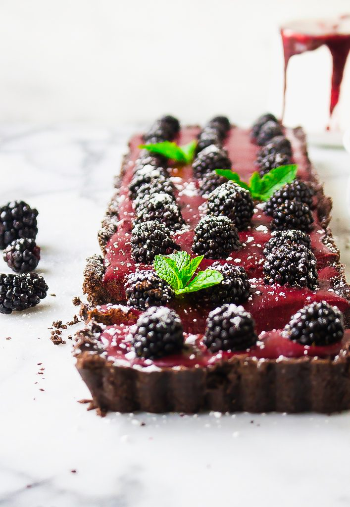 No-Bake Chocolate Blackberry Tart (with an Oreo crust!)